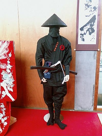 El ninja que nos vigilaba desde la exposición de objetos ninja.  X-D